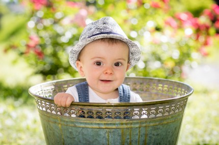 Enfant en bassine