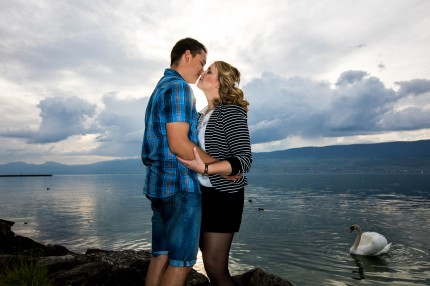 photo de couple au bord du lac